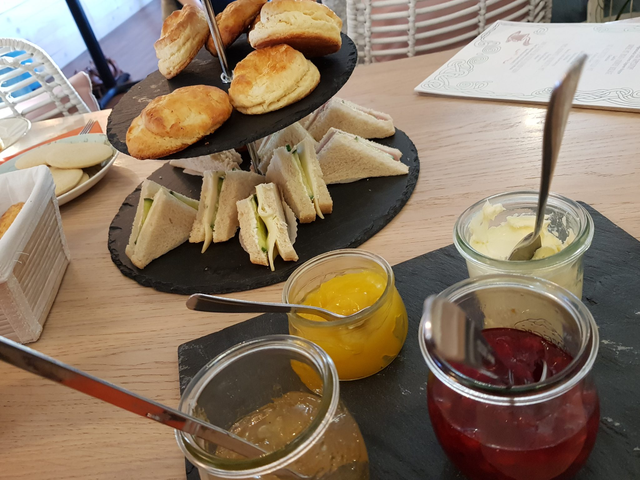 Blogger-Event | Blackwood - Briefe für mich | Britta Sabbag | Tea Time | Scones | Clotted Cream | Lemon Curd